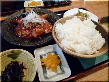 かな川水産(厚木)-金目鯛煮付け定食1.JPG