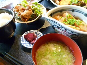 魚炭(厚木)-あら煮と唐揚げ定食1.JPG