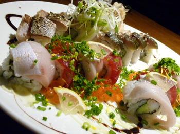 魚炭(厚木)-炙りサバロールとレインボーロール.JPG